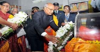लखनऊ में राष्ट्रपति रामनाथ कोविंद ने बौद्ध भिक्षु प्रज्ञानंद जी के पार्थिव शरीर पर पुष्पांजलि अर्पित कर श्रद्धांजलि दी