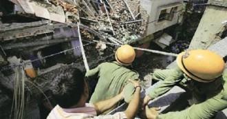 पुरानी दिल्ली के सदर बाज़ार में इमारत ढही, कई के दबे होने की आशंका