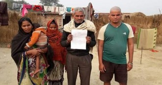 उत्तरप्रदेश- गाय चोरी के आरोप में दो युवकों के साथ मारपीट, गले में