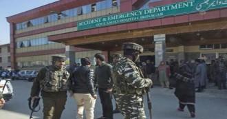 श्रीनगर- आतंकवादियों ने श्री महाराजा हरि सिंह अस्पताल पर हमला कर पुलिस हिरासत से पाकिस्तानी आतंकी को छुड़ाया, एक पुलिसकर्मी शहीद