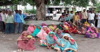 दलितों के खिलाफ फिर सामने आई पुलिस की करतूत, नाबालिग लड़की के अपहरणकर्ताओँ को गांव वालों ने धर दबोचा, लेकिन पुलिस ने मौके पर पहुंचने से किया इंकार