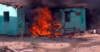 चोरी के शक में ग्रामीणों ने किया बस्ती पर हमला, घरों में घुसकर की तोड़फोड़, दो मकानों और वाहनों को लगाई आग, 31 आरोपी हिरासत में