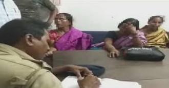 पश्चिम बंगाल- बच्चा चोरी के शक में भीड़ ने चार महिलाओं को पीटा, दो के कपड़े फाड़कर किया निर्वस्त्र