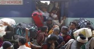 UPDATE-गुजरात में हिंसा के बाद उत्तर भारतीयों का पलायन जारी