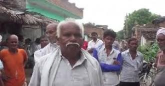 उत्तरप्रदेश- पंचायत का तुगलकी फ़रमान, समय पर ना पहुंचने पर दलित परिवार का हुक्का-पानी बंद किया