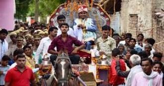 उत्तरप्रदेश- एक जिद ने रचा इतिहास, कासगंज के गांव में पहली बार घोड़ी पर चढ़ा दलित दूल्हा