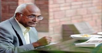 दलित लेखक कांचा इलैया पर हमला, थाने में शरण लेकर बचाई जान