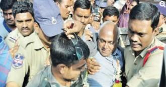 'मैं आतंकवादी नहीं हूँ'-कहते रह गए दलित लेखक काँचा इलैया, पर पुलिस पकड़ कर ले गई !
