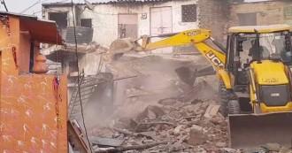 दिल्ली- कठपुतली कॉलोनी में हजारों घरों पर चला बुलडो़जर,  पुलिस लाठीचार्ज में बुजुर्ग व महिलाएं भी घायल, एक बच्चे की मौत