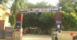 दलितों के लिए बेदिल पुलिस, किस जनता की सेवा में लगी है ?