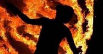 उत्तरप्रदेश- ब्याज ना मिलने पर साहूकार ने दलित महिला को जिंदा जलाया, हालत गंभीर