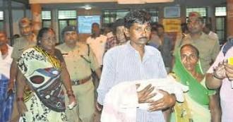 गोरखपुर के बीआरडी मेडिकल कॉलेज में लापरवाही की भेंट चढ़ा मासूमों का जीवन, ऑक्सीजन की कमी के चलते 37 बच्चों की तड़प-तड़प कर मौत